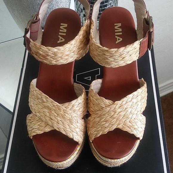 8 1/2 MIA natural tribal wedge shoe